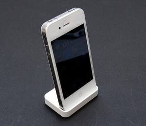 white_iphone_4_dock