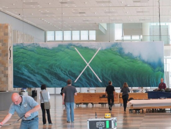 A closer look at the OS X banner. Check out those waves!