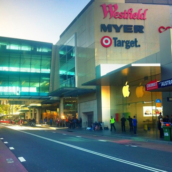 Bondi Australia Apple Store - iPhone 5S line