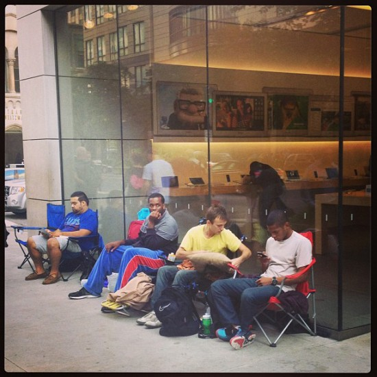 iphone 5s 5c lines apple stores michigan street chicago