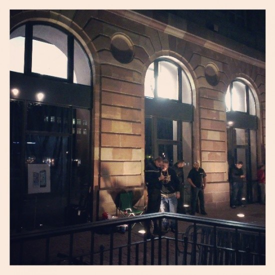 iphone 5s 5c lines apple stores strasbourg france