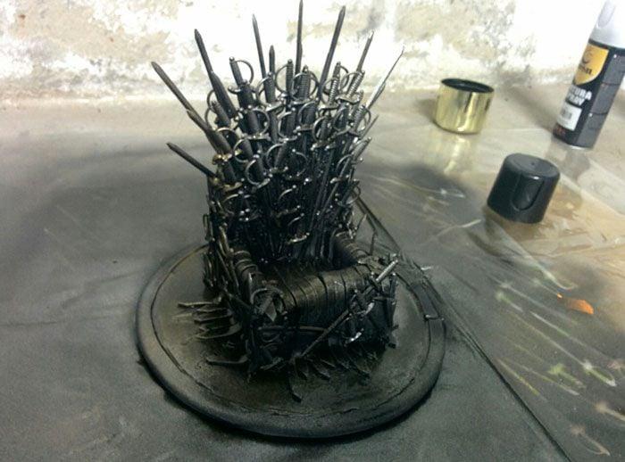 iron throne iPhone stand