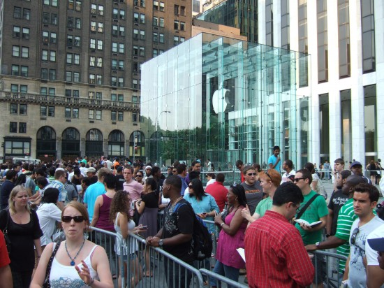 A line outside the 5th Avenue Apple Store in New York, in 2008