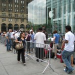 Apple Stores opening early, handing out tickets to iPhone customers