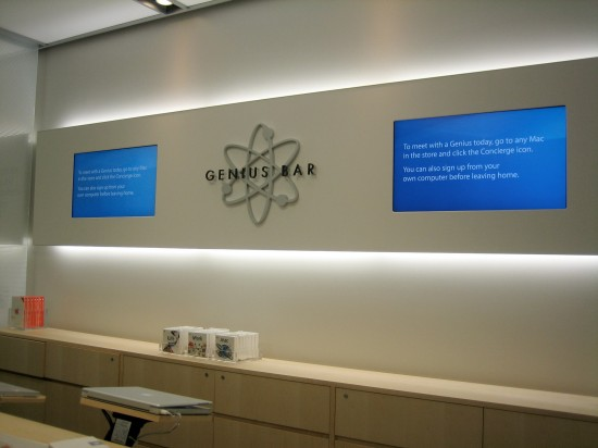 The Genius Bar at the NorthPark Center Apple Store, circa 2006. (Photo by Scott Hughes)