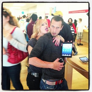 people-of-apple-stores-ear-licker