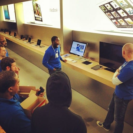people-of-apple-stores-employee