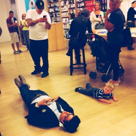 people-of-apple-stores-on-the-floor
